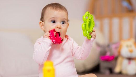 3 Pilihan Mainan Bayi 4 Bulan yang Bermanfaat dan Optimal
